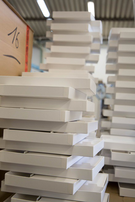 Folded boxes for puzzles and games