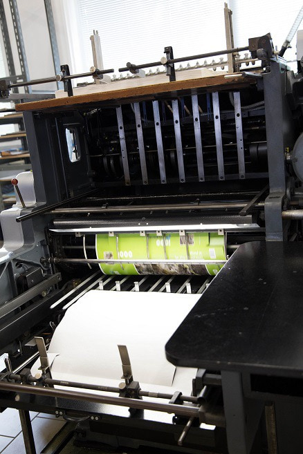 Cutting the prints for puzzle and game boxes