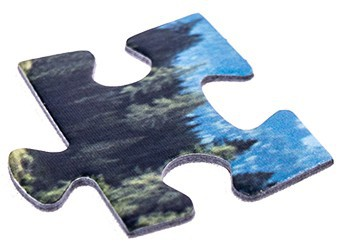 Puzzle piece with high-precision cutting